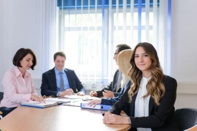 Ihr Steuerberater in Frankfurt und Weinheim: erst Auszubildende, dann Studentin bei Kurka Eda Özkan