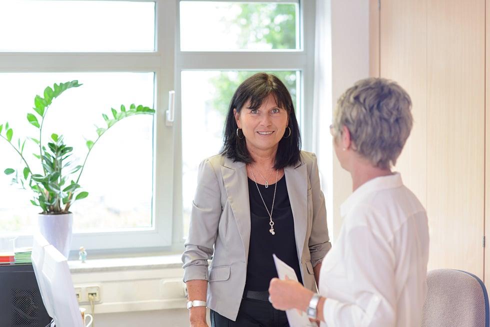 Ihr Steuerberater in Frankfurt und Weinheim: Steuerfachangestellte für Lohn und Gehalt bei Kurka Marion Schön und Martha Reinhard